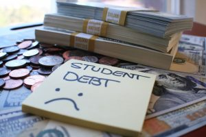 6 Tips to Avoid Defaulting on a Student Loan